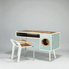 To niezwykłe biurko tylko z pozoru jest staromodne. Zawiera wbudowany głośnik przypominający stary gramofon, kompatybilny ze smartphonem. Zaprojektowane zostało przez Jine U, wykonano je z drewnaakacjowego, miedzi i stali. Całość utrzymana została w charakterystycznym klimacie retro i typowej