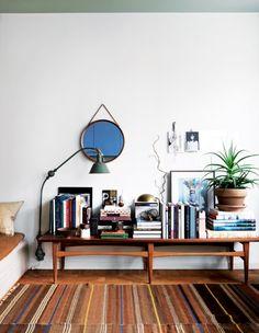 2 sasas-hem-bokhyllan
