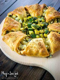 Ciambella di pasta sfoglia con zucchine e formaggio Kitchen Recipes, Cooking Recipes, Healthy Recipes, Lentil Recipes, Vegetable Recipes, Savory Snacks, Antipasto, Different Recipes, Ricotta