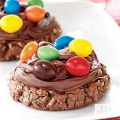 Frosted Brownie Monster Cookies from Pillsbury Baking.use for the giant birthday cookie for the kids :) Yummy Treats, Delicious Desserts, Sweet Treats, Yummy Food, Yummy Snacks, No Bake Cookies, Cupcake Cookies, Cookies Et Biscuits, Cupcakes