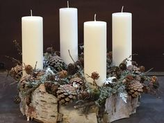 Looking for something original for the home? These 7 decoration ideas can be seen . Christmas Advent Wreath, Magical Christmas, Christmas Candles, Christmas Centerpieces, Christmas Decorations To Make, Winter Christmas, All Things Christmas, Flower Decorations, Christmas Holidays