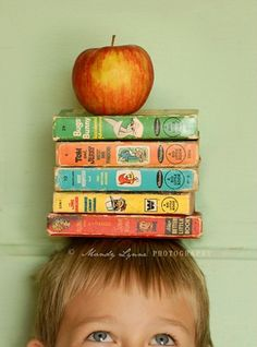 Great school picture, use a different # of books for different grades! I so want to do this when mine are old enough for school!!