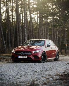 Die Mercedes-Benz A-Klasse ist für junge Autofahrer gedacht, die Sportlichkeit und Luxus schätzen. Mercedes Benz, Palette, New Experience, Curly, Bmw, Instagram, Image, Autos, Mercedes A Class