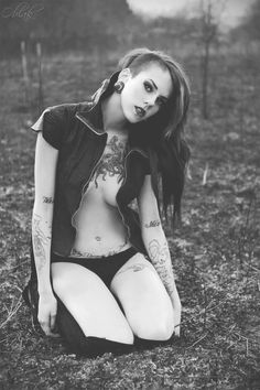 Olha que lindo este moicano! #piercing #tattoo #bodymodification www.bodycandy.com ...