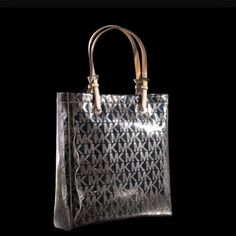 Michael Kors gently used tote! Love this purse! Selling because I have my eye on another :) Michael Kors Bags Totes