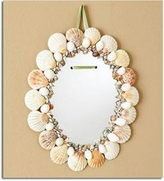 Decoracion de un espejo con motivos marinos, ideal para un baño