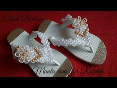 Manta com Flor Rainha - YouTube Seed Beads, Cross Stitch Patterns, Flip Flops, Manicure, Slippers, Jumper, Crafts, Bags, Shoes