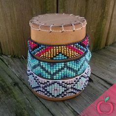 Olhem essas lindezas....  Peças diferentes e artesanais feitas com muito carinho! Tenha já a sua! Encomendas em diversas cores! #étnico #boho #pulseirismo #pulseiras #miçangas #feitoamao #artesanato