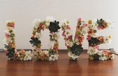 Everything about flowers wedding decor is romantic. That makes flower letters a perfect idea for wedding decor. Cardboard Letters, Diy Letters, Foam Letters, Large Letters, Do It Yourself Quotes, Deco Champetre, Flower Letters, Crafty Craft, Crafting