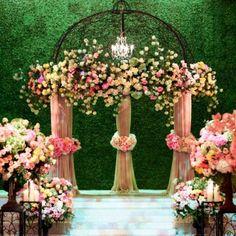 Transform a ballroom into an enchanted garden with a grass-covered wall. | Wildflower Linens Photography