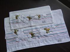 LOY HANDCRAFTS, TOWELS EMBROYDERED WITH SATIN RIBBON ROSES: CONJUNTO DE TOALHAS KARSTEN