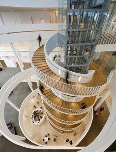 自慢の美術コレクション、博物館のような銀行オフィス in デンマーク