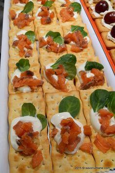 Bufet suedez - idei de preparate reci festive   Savori Urbane Prosciutto, Finger Foods, Vegetable Pizza, Zucchini, Ale, Vegetables, Cooking, Ethnic Recipes, Butterfly