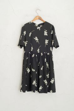 Big White Flower Print Short Sleeve Dress, Black, 100% Polyester