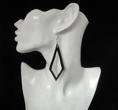 Zwarte oorbellen. van AnnesSierraad