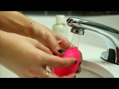 Way to Use a Beautyblender Sponge: Who isn't obsessed with BeautyBlenders these days?Right Way to Use a Beautyblender Sponge: Who isn't obsessed with BeautyBlenders these days? Beauty Blender Sponge, Beauty Blender How To Use, Beauty Sponge, Makeup Sponge, Organic Beauty, Organic Skin Care, Natural Skin Care, Natural Acne Treatment, Beauty Blender