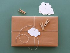 Gift wrapping ideas for christmas presents Present Wrapping, Creative Gift Wrapping, Creative Gifts, Wrapping Ideas, Pretty Packaging, Gift Packaging, Craft Gifts, Diy Gifts, Cloud Craft
