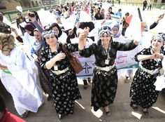 Iraqi women celebrating International Women's Day I never saw an Iraqi woman's face. Takes real guts to be brave in their culture with the present government. Ancient Mesopotamia, Ancient Egypt, Iraqi Women, People Of The World, Woman Face, Ladies Day, Foto E Video, Brave, The Past