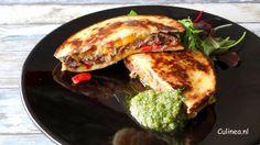 Quesadilla gevuld met een hamburger