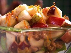 Retete de post – reteta Salata de mere cu nuci si portocale     Va prezentam o reteta de post, o salata mai neobisnuita, dar care care este extrem de gustoasa.