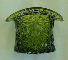 Pretty Vintage Fenton Glass Button & Daisy Top Hat Vibrant Emerald Green Color 1