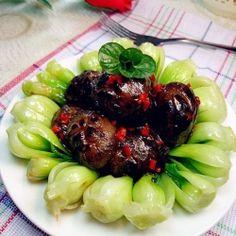 Baby Bok Choy with Black Mushrooms by caronjiang