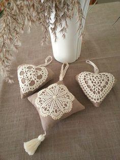 Coussinet de porte en forme de coeur à suspendre : Accessoires de maison par les-petits-fils-de-marie