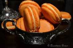 Bucataria Irinei...: Macarons - reteta de baza Macarons, Special Recipes, Moscow Mule Mugs, Baked Goods, Paleo, Easy Meals, Cooking Recipes, Banana, Sweets