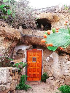 Ihr wollt unter Wasser schlafen oder doch lieber in einem Felsen? Kein Problem, wir haben die coolsten Abenteuer-Hotels unter 150 Euro für euch.