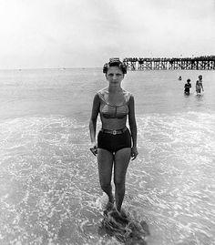 Diane ARBUS, Girl emerging from the ocean in curlers, Coney Island, N. [Woman in curlers in the ocean] 1963