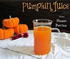 Pumpkin Juice from Harry Potter.I always thought it was odd that the only drinks in the book were this and Butterbeer. No normal drinks? I like pumpkin pie but juice? Harry Potter Treats, Harry Potter Food, Harry Potter Halloween, Theme Harry Potter, Harry Potter Christmas, Harry Potter Birthday, Hogwarts Christmas, Harry Potter Pumpkin Juice, Harry Potter Cookbook