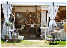 ♥ this booth display. wish we had antique shows like this around here