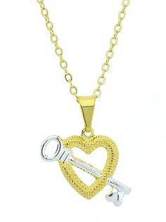 Gargantilha folheada a ouro e pingente em forma de coração e chave c/ aplique de prata