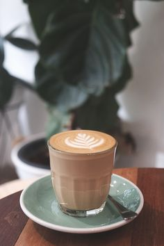cafe latte art work What's coffee do you like the most when you go to coffee cafe' ? I really like hot latte, love to drink and like to see latte art. Coffee Cafe, Iced Coffee, Coffee Break, Coffee Shop, Cozy Coffee, Cappuccino Coffee, Coffee Is Life, How To Make A Latte, Iced Latte