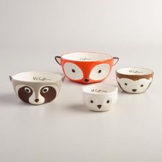 A red fox, raccoon, owl and hedgehog are featured on our exclusive nesting measuring cups. A great gift set for the fall baking season, these detailed cups are a charming match with our Woodland Critters Measuring Spoons.