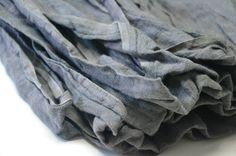 Len kreszowany jest niezwyklemiękką i elastyczną tkaniną przez co idealnie nadaję się na odzież, jak również polecana jest do dekoracji wn...
