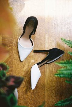 A mid-century modern celebration in California that proves you don't have to sacrifice style for an elopement. Black And White Heels, Black And White Style, White Shoes, Chic Wedding, Wedding Blog, Destination Wedding, Bridal Shoes, Wedding Shoes, Photography Booth