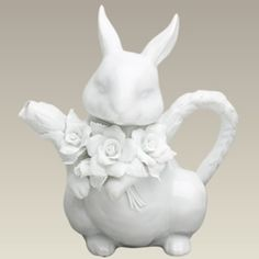 White Bunny teapot This really is the white rabbit! Teapots Unique, House Rabbit, Tea Pot Set, Teapots And Cups, Tea Art, Chocolate Pots, My Tea, Afternoon Tea, Alice In Wonderland