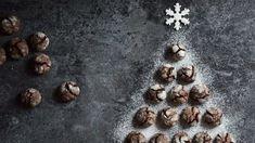 Tyto popraskané sušenky jsou za 30 minut hotové a zbytek ušetřeného času můžete strávit například u televizní pohádky spolu s dětmi. :) Crinkles, Cooking Recipes, Sweets, Cookies, Christmas, Food, Paradise, Crack Crackers, Xmas