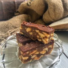 Raw Snickers Bars (when at the site, scroll down the page to Sunday, June 2014 post to see) Yummy Healthy Snacks, Healthy Food Blogs, Healthy Recipes, Snickers Bar, Vegan Cheesecake, Raw Chocolate, Recipe Please, Vegan Treats, Dessert Recipes