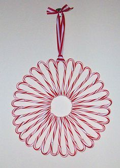 Candy Cane Wreath-this gives me an idea for a cheesecake topping pattern...