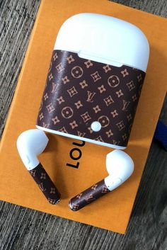 No need to be fancy, just an overview. Accessoires Louis Vuitton, Louis Vuitton Accessories, Louis Vuitton Handbags, Louis Vuitton Designer, Louis Vuitton Monogram, Designer Handbags, Designer Bags, Telephone Smartphone, Louis Vuitton Phone Case