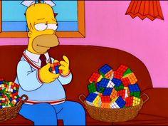 Homer se saca el crayón del cerebro y descubre su genialidad.