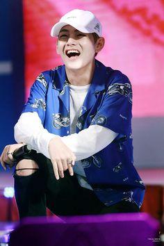 V ♥ BTS Que sorriso mais lindo mds *-*