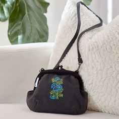 Machine Embroidery on a Purse #makeitcoats #handmadewithjoann #machineembroiderydesigns #purses