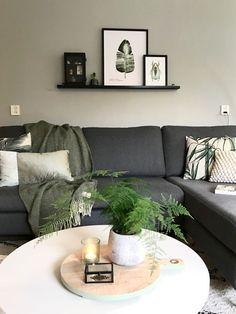 Binnenkijken bij fenjainterieur Love these relaxing colors! Living Pequeños, Living Room Green, New Living Room, Living Room Sofa, Interior Design Living Room, Home And Living, Living Room Designs, Living Room Decor, Modern Living