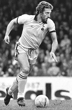 My boyhood idol Martin Chivers in my favourite Spurs kit, the umbro all yellow away kit with blue trim 1976/77.