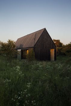 perfect two side countryhouse, similar to our projections Gotland Summer House / Enflo Arkitekter