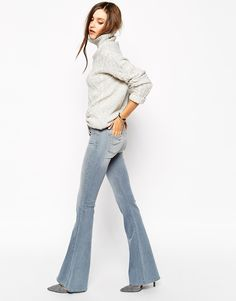 70's vibes with these flared jeans