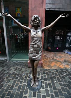 New statue of Cilla Black unveiled outside Liverpool's Cavern Club Liverpool Town, Liverpool History, Liverpool England, Statues, Cilla Black, Artistic Installation, Bronze, Public Art, Travel